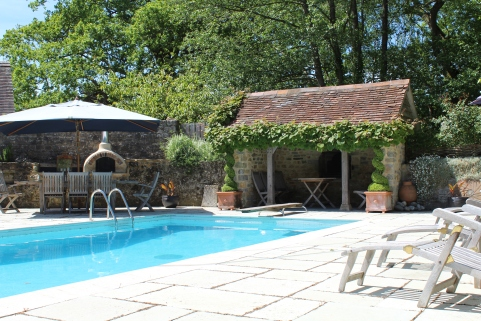 Swimming pool, loggia with fire and outside dining